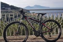 Tour in bici a Punta Campanella e Monte San Costanzo
