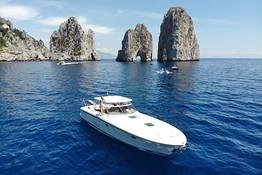 Intera giornata a Ischia o Procida con Itama 38