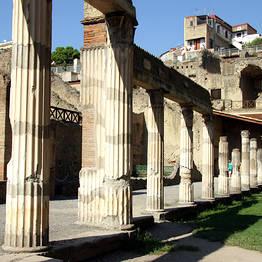 Luxury Limo Positano - Tour con driver a Pompei, Ercolano + Oplonti o Vesuvio