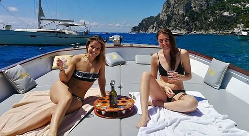Capri Relax Boats - Discover Capri on a Milano-Aprea (10 mt  lancia boat)