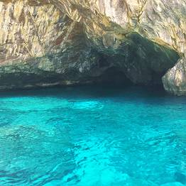 Capri Relax Boats - Scopri Capri a bordo di una lancia Milano-Aprea (10 mt)