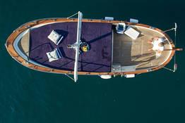 Capri Boat Tour via Gozzo with a Swim