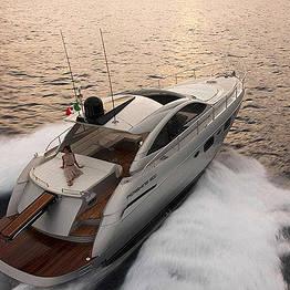 Noleggiare uno yacht di lusso a Capri