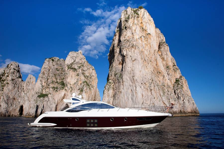 Yachts - Your floating luxury villa off the coast of Italy