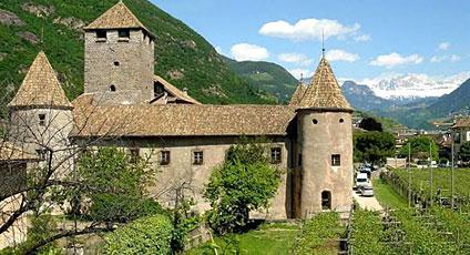 Bolzano hotels boutique hotels and luxury resorts for Design hotel alto adige