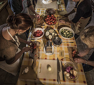 TUSCAN AND MEDIEVAL PEOPLE COOKING COURSE Hotel