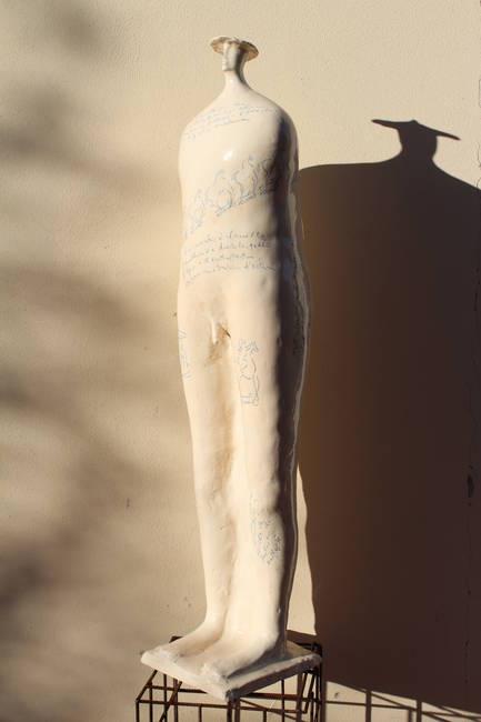 Guerriero in ceramica con scritte