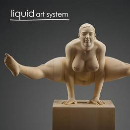 Liquid Art System presenta Wooden Balances, di Matthias Verginer