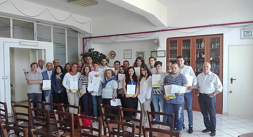 Consegnati i diplomi agli studenti che hanno partecipato del corso di avvicinamento all'assaggio dell'olio organizzato dall'Associazione L'Oro di Capri.