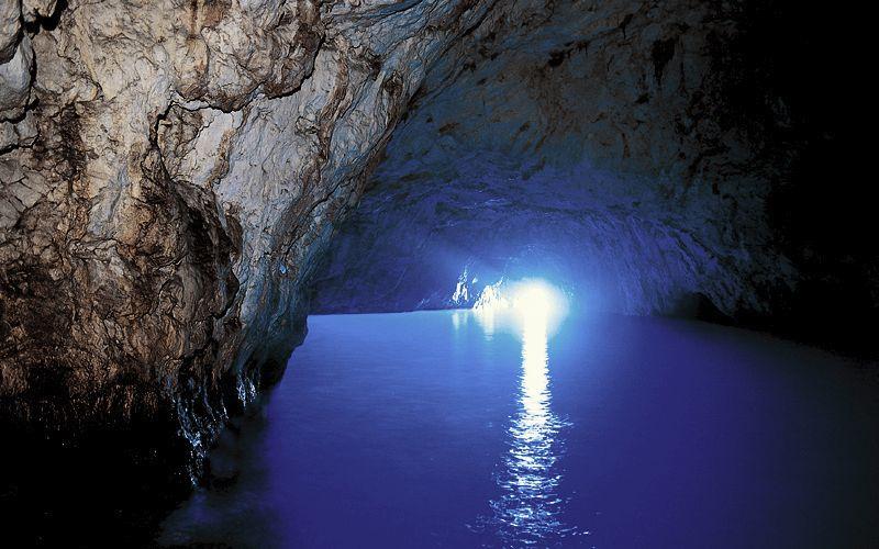 Capri la grotta azzurra di capri info foto for Quanto costa un uomo in grotta