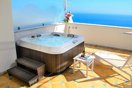 Suite with Hot Tub and Sea View