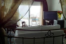 Camera Matrimoniale con Terrazza e Vista Mare