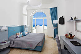 Double room with partial sea view