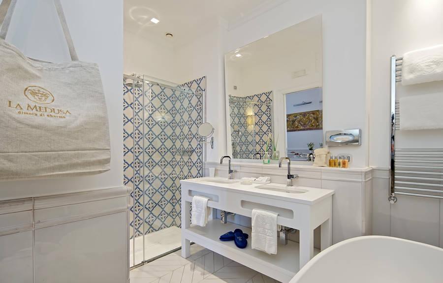 Afbeeldingsresultaat voor boutique hotel la medusa room