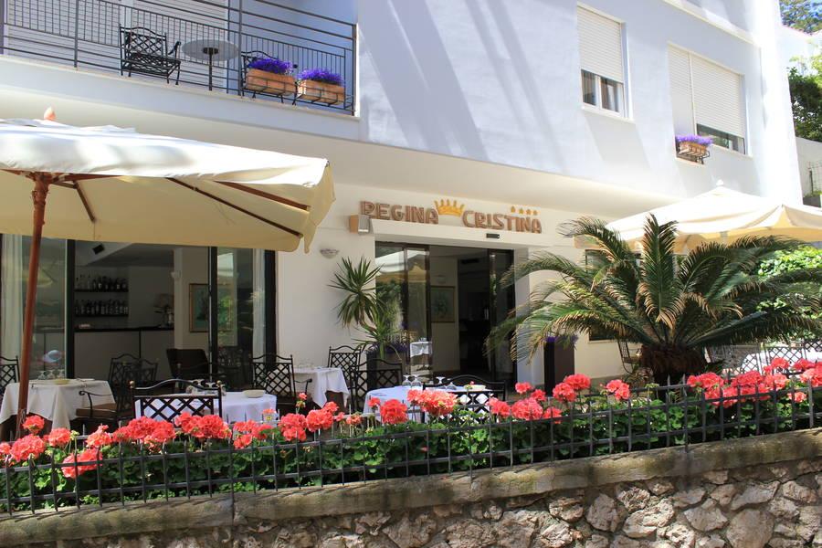 Hotel regina cristina capri 3 reasons to book here for Hotel regina barcelona booking