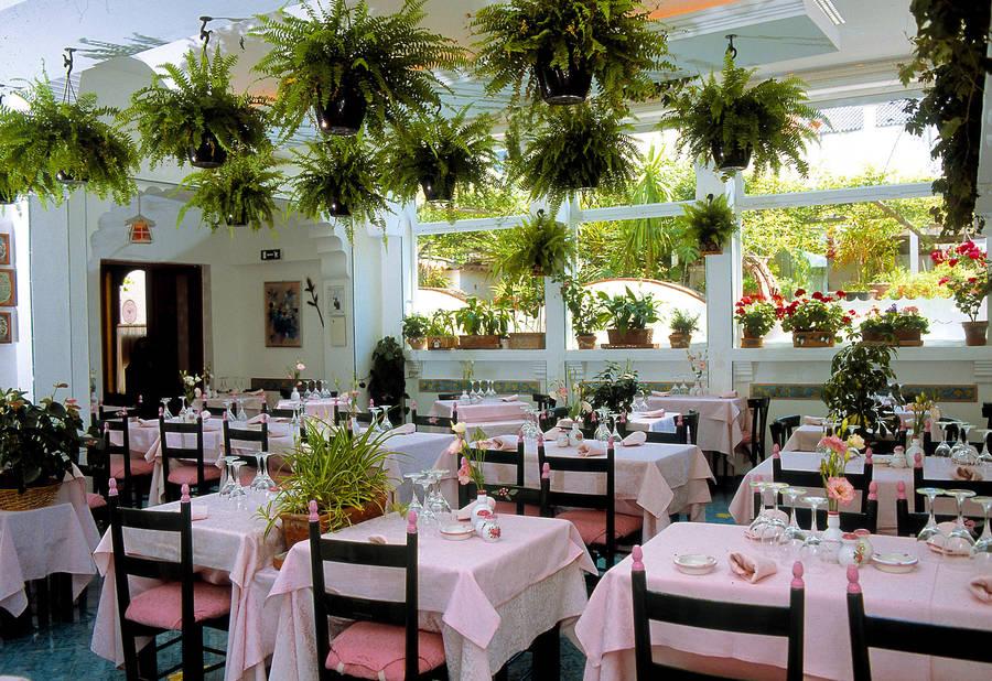 Restaurant La Capannina On Capri Dining With The De Angelis