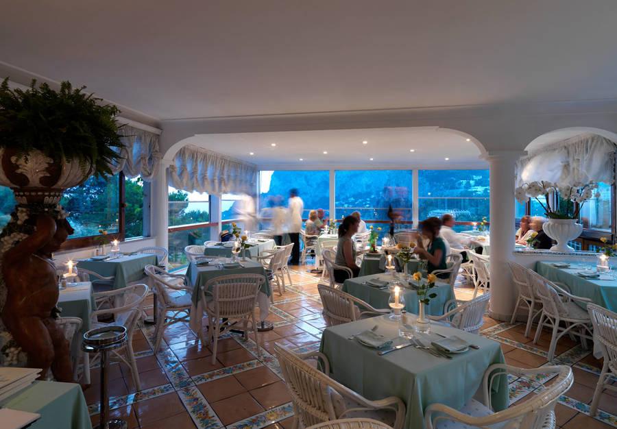Restaurant Terrazza Brunella on Capri: The terrace above the bay