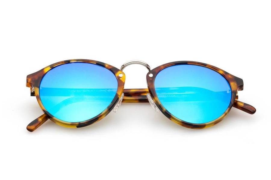 Man capri sunglasses capri fashion on capri the island shades that turn heads - Occhiali da sole specchiati spektre ...