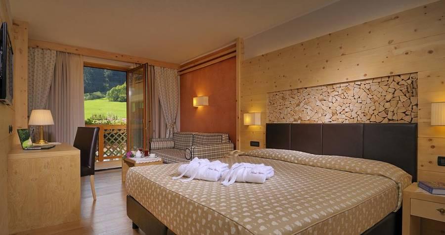Tevini dolomites charming hotel commezzadura e 37 hotel for Charming hotel