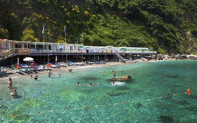 Restaurant Bagni di Tiberio on Capri: Lunch by the sea, like an Emperor