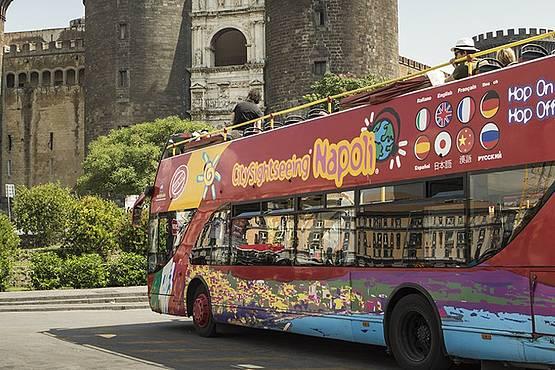 Il bus turistico Napoli - Hop on hop off