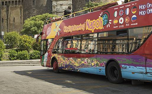 Il bus turistico Napoli - Hop on hop off