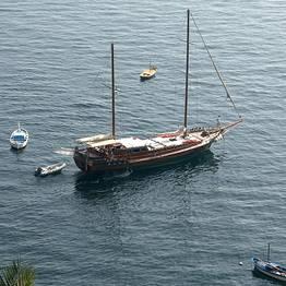 Plaghia Charter - Capri, tour di gruppo su un favoloso Caicco