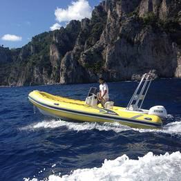 Capri Whales - Noleggio gommone da 40 cavalli a Capri, senza patente