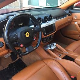 HP Travel - Transfer privato su Ferrari o Maserati
