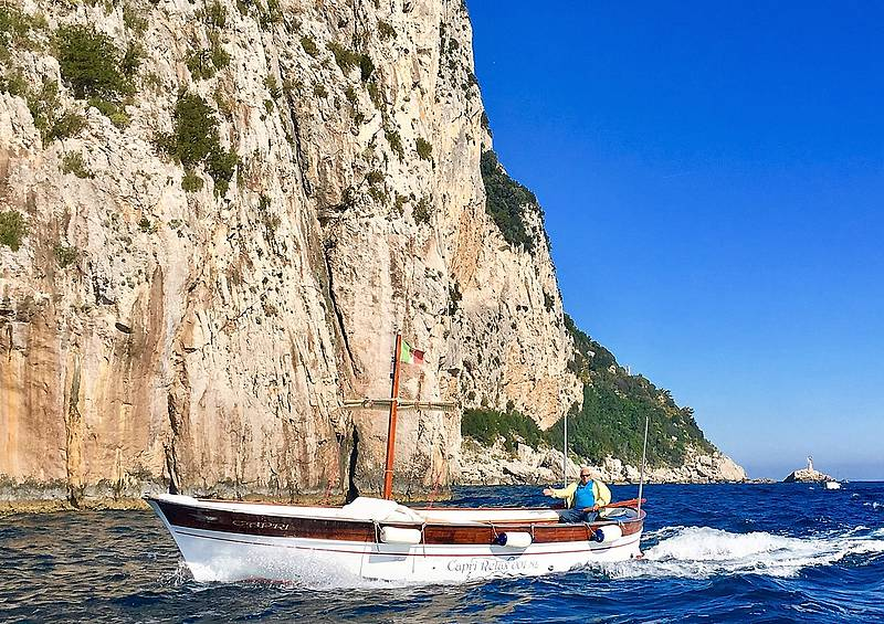 Half day tour by private gozzo around the isle of capri for Isle of capri tours