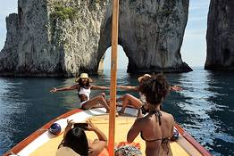 Capri Relax Boats - Half day tour by gozzo boat around the Isle of Capri