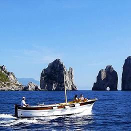 Half day tour by gozzo boat around the Isle of Capri