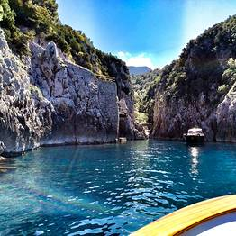 Full day around Capri by gozzo boat