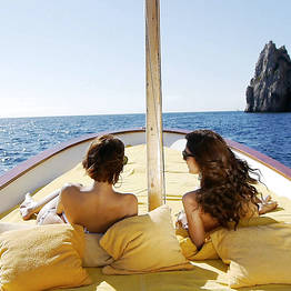Full day around Capri by gozzo boat (7.80 mt)