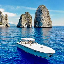 Capri Relax Boats - Enjoy the sea of Capri with a speedboat Itama 38