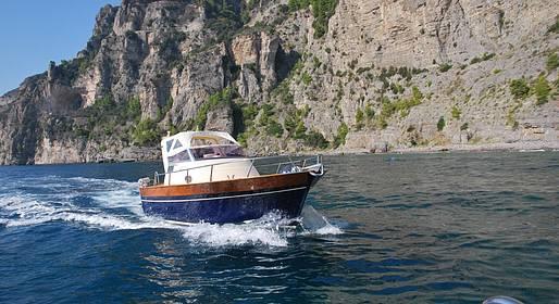 Plaghia Charter - Capri in barca, tour di un giorno su Aprea 7,50
