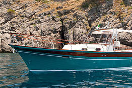 Plaghia Charter - Luxury Boat Tour of Capri by Aprea 32 Gozzo Boat