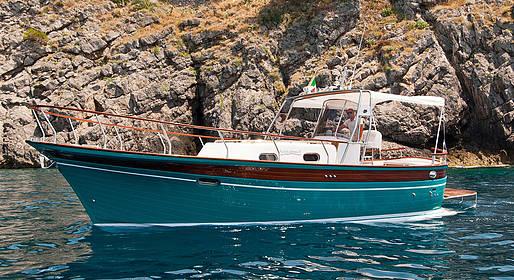 Plaghia Charter - Tour in barca luxury a Capri con Aprea 32