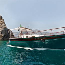 Plaghia Charter - Luxury Boat Tour of Capri by Aprea 32 Gozzo Boat