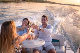 Romantico giro in barca al tramonto