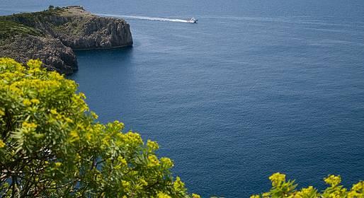 Laser Capri - Giro dell'isola via Faraglioni