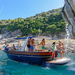 Boat Tour of Capri with a Local Expert and Audioguide