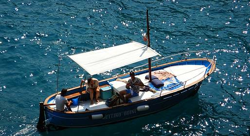 Vincenzo Capri Boats - Capri, giro dell' isola privato con sosta per un tuffo