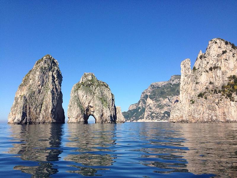 Tour of the isle of capri by private gozzo boat book for Isle of capri tours