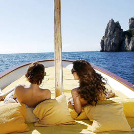 Capri Relax Boats - Tour of the Isle of Capri by private boat