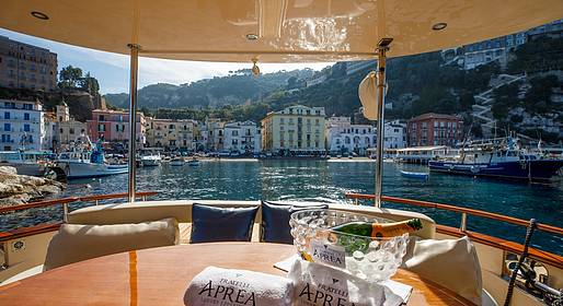 Plaghia Charter - Luxury Boat Tour of Capri via Aprea 56