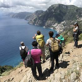Cartotrekking -  our expert guide that explains the particularities of the coastal natural landscape