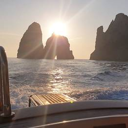 MBS Blu Charter - Capri Blu Tour: Esperienza in barca da Sorrento