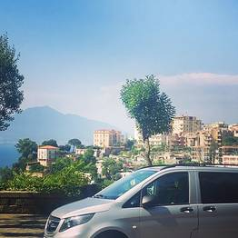 Astarita Car Service - Round-Trip Path of Gods Transfer with Positano Stop