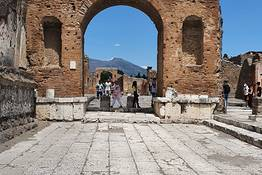 Skip the Line Pompeii Guided Tour + Lunch